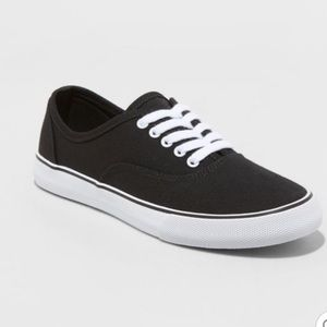 Black canvas casual sneakers